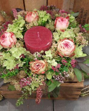 Saisonaler Blumenkranz mit SCHULTHESS Duftkerze